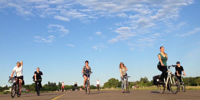 Weltpremiere YogaCycling auf dem Tempelhofer Feld in Berlin