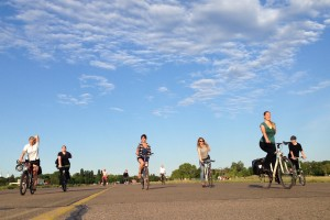 Fahrradyoga Schnupperkurse – YogaCycling Course – am Tempelhofer Feld