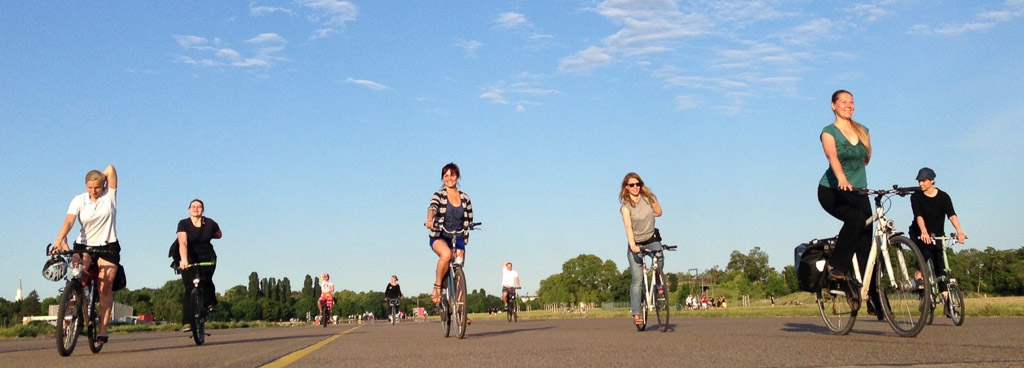 Relaxtes YogaCycling am Tempelhofer Feld